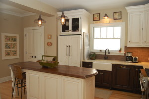 White Paint and Dark Stained Cabinets Pair for Quaint Kitchen
