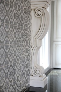 Decorative traditional style pilaster with intricate backsplash tile pattern
