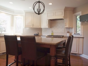 Traditional Style White Kitchen & Dining Room