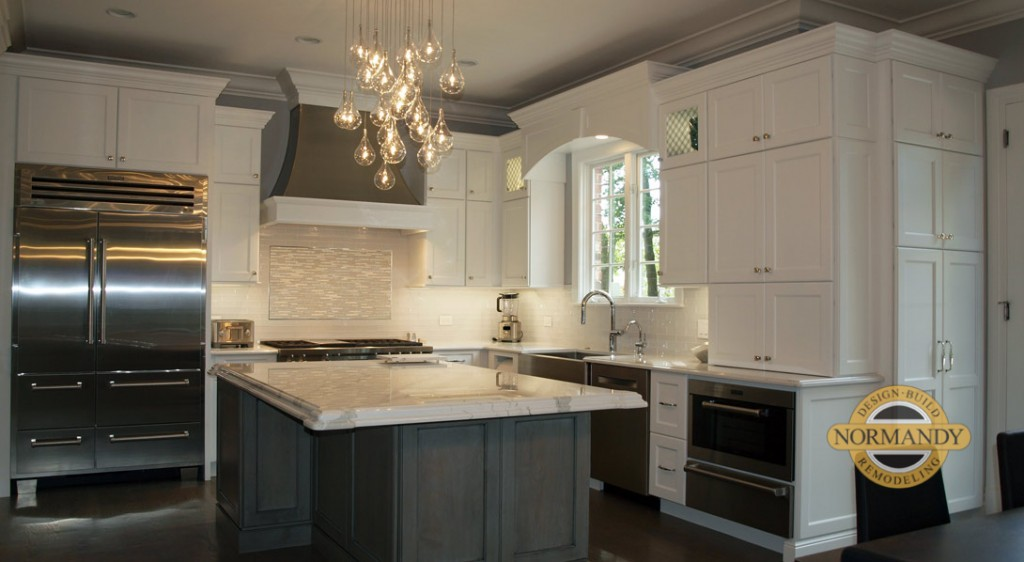 L Shaped kitchen with island in white and gray