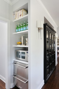 Small bar area in kitchen